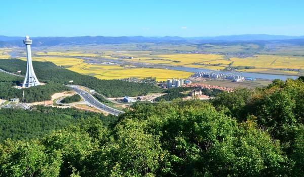 线路10 长白山、金达莱、望天鹅、红松王、民族村、防川七日游